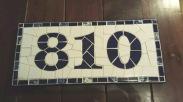 Número em cerâmica.