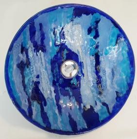 TÍTULO: Cuba Azul em Vidro DIMENSÕES: diâmetro 37 cm VALOR: R$ 540,00 DESCRIÇÃO: Cuba em vidro fundido (fusing) na cor azul (várias tonalidades) para bancada de banheiro.