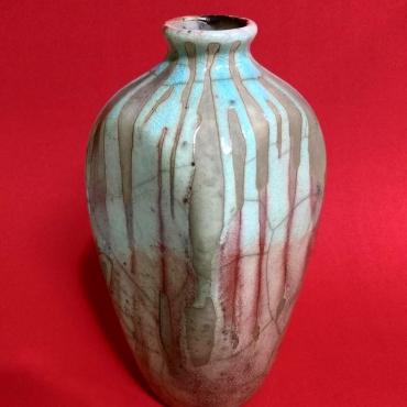 TÍTULO: Vaso em RAKU – YR001. DIMENSÕES: altura 21 cm. VALOR: R$ 320,00. DESCRIÇÃO: Cerâmica em Raku.