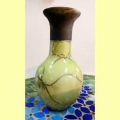 TÍTULO: Vaso em RAKU – YR024. DIMENSÕES: altura 21 cm. VALOR: R$ 120,00. DESCRIÇÃO: Cerâmica em Raku.